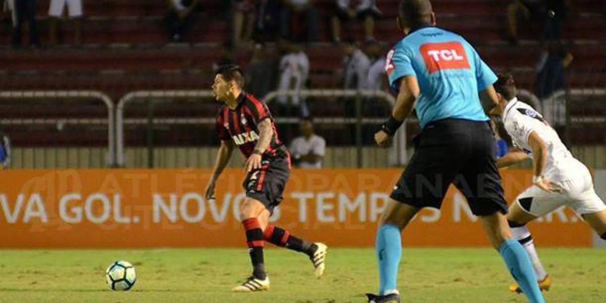 Esteban Pavez tuvo un triunfal debut como titular en Brasil