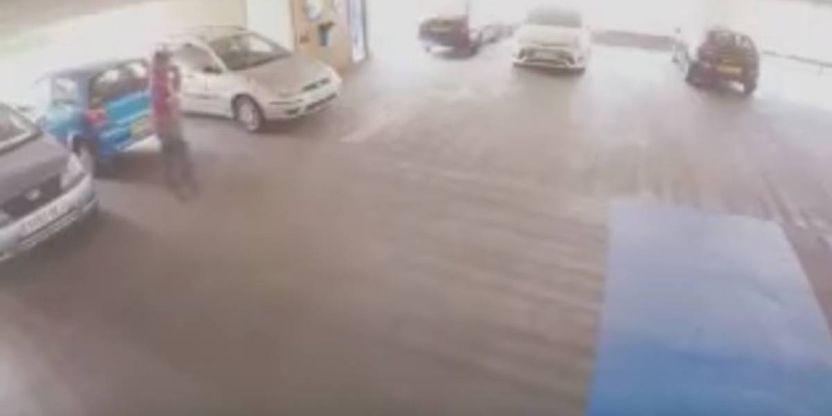 Hombre recibió paliza por intentar robar un auto