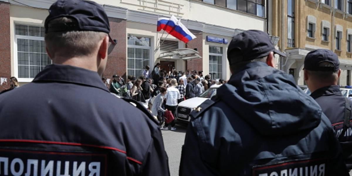 Al menos tres muertos y dos heridos por balacera frente a tribunal de Moscú