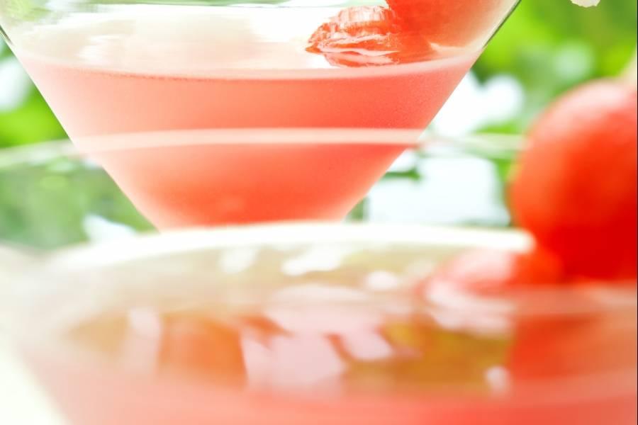 Elabora en casa un sabroso martini de sandía