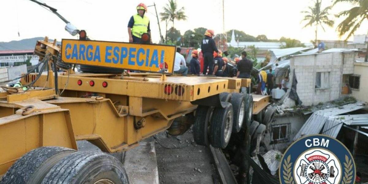 Tráiler colisiona contra vivienda en ruta al Atlántico