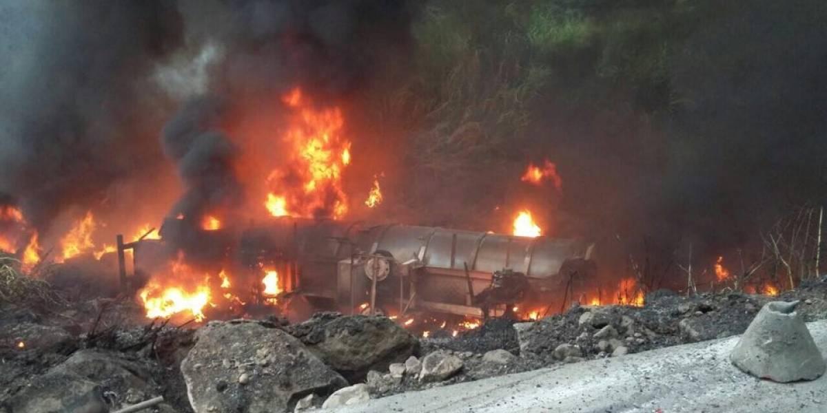 Camión cayó al abismo en la vía Alóag - Santo Domingo