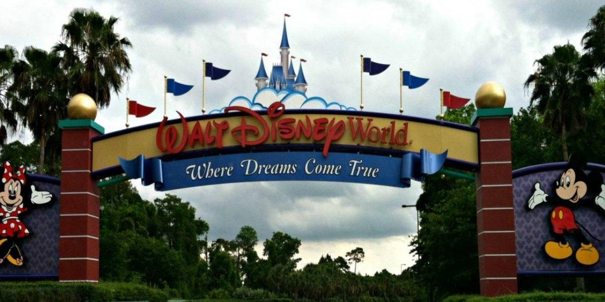 Arrestan en isla de Disney a un hombre que estaba en cuarentena
