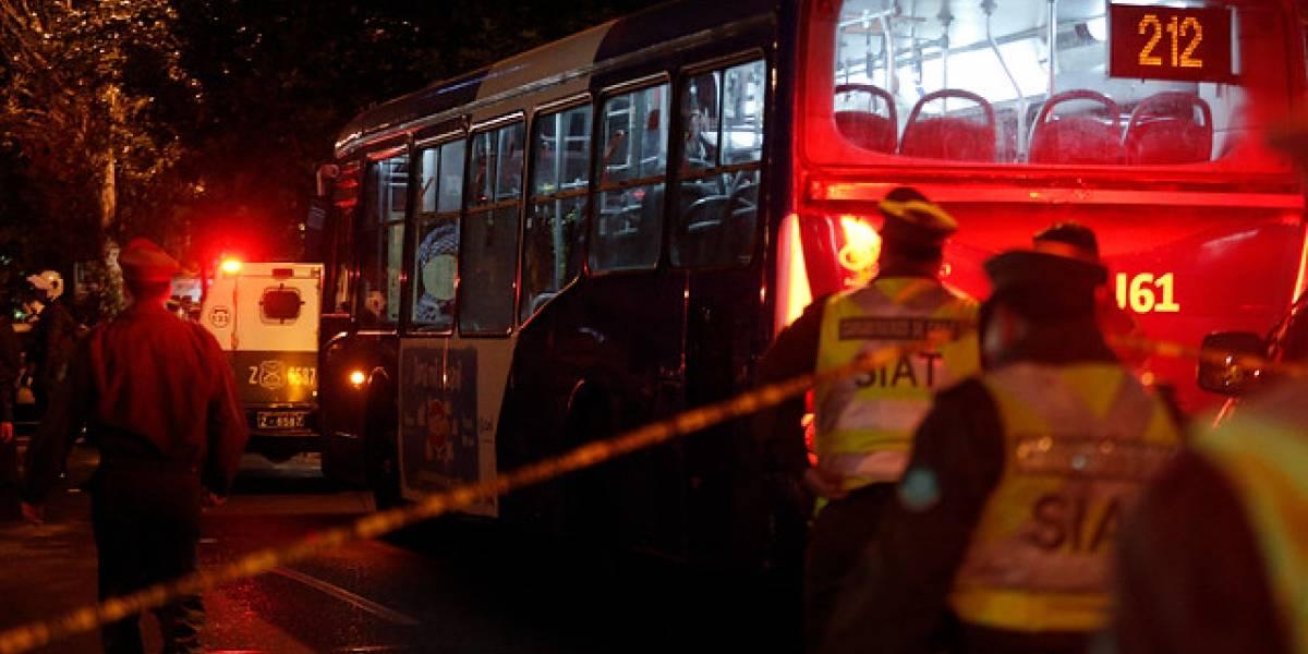 """Delincuentes queman vehículo en Estación Central para escapar de """"alunizaje"""""""