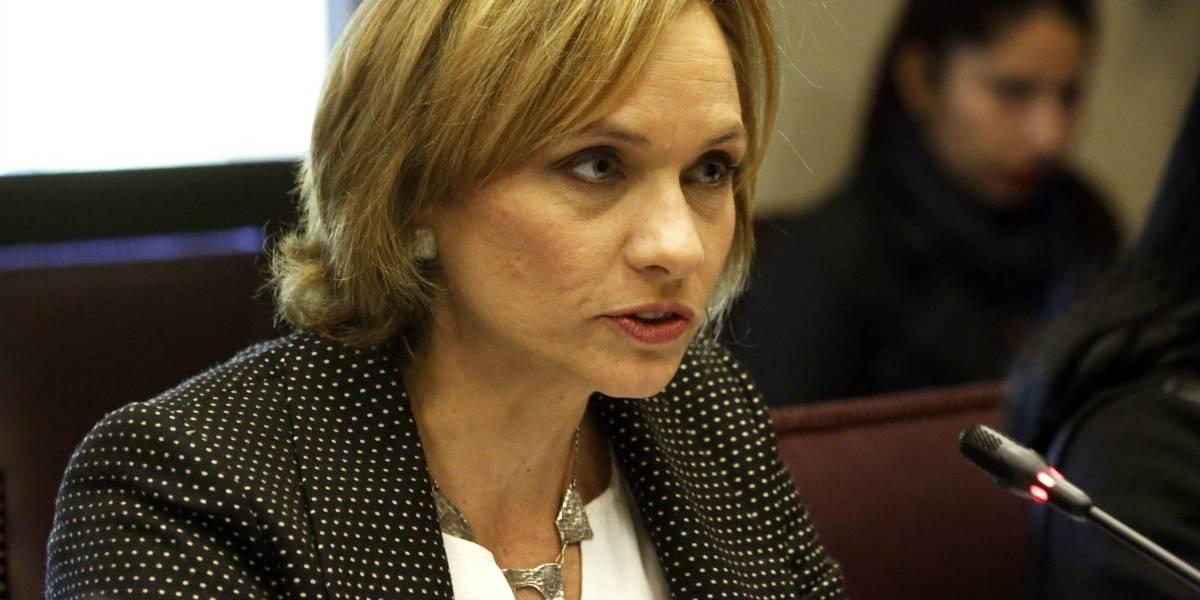 [Ahora] Carolina Goic baja a Ricardo Rincón y continuará como candidata presidencial