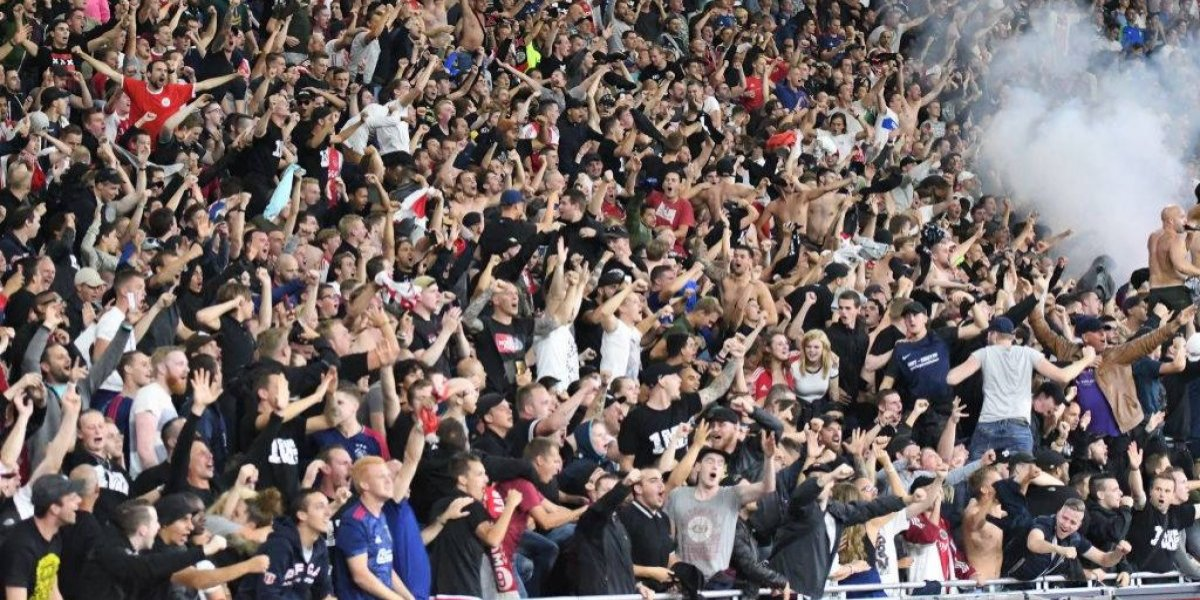 Hinchas del Ajax realizaron emotivo homenaje al joven Appie Nouri