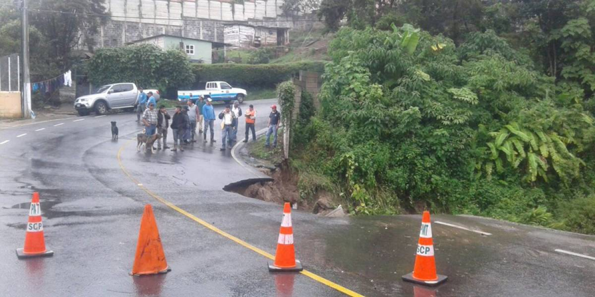 Se hunde tramo carretero en Santa Catarina Pinula