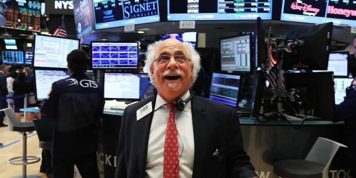 Dow Jones alcanza 22 mil puntos por primera vez en la historia