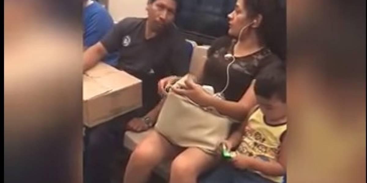 VIDEO: Pasajera abofetea a hombre que la acosaba en metro de NL