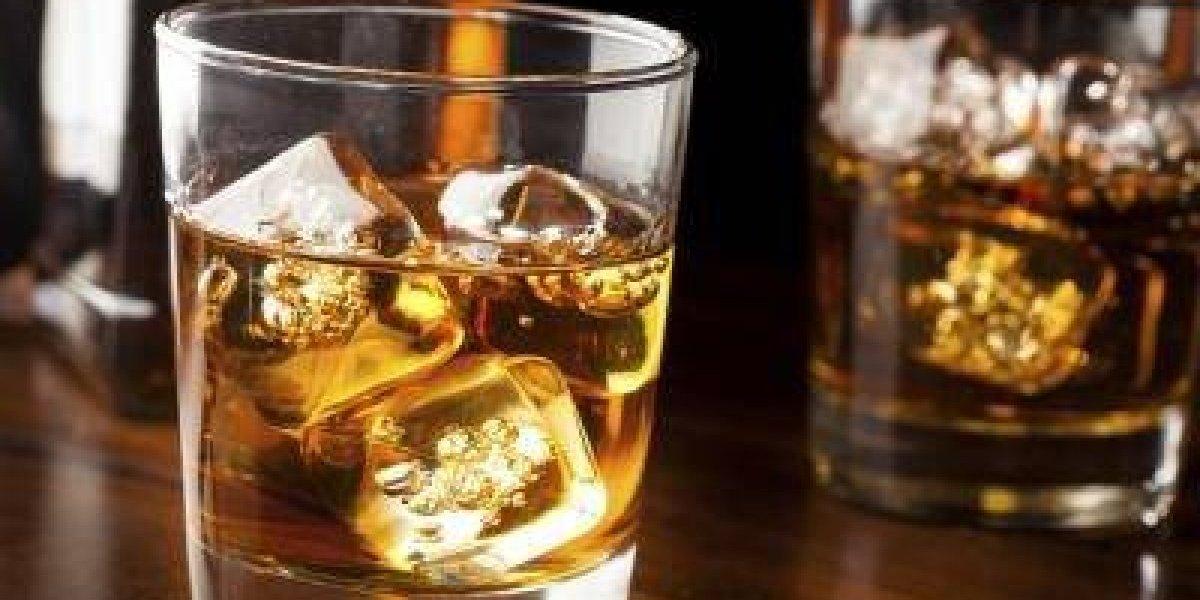 Los millones que pagó un turista chino por un solo vaso de whisky en Suiza