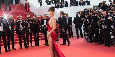 Bella Hadid sufre aparatosa caída frente a los paparazzi — YouTube