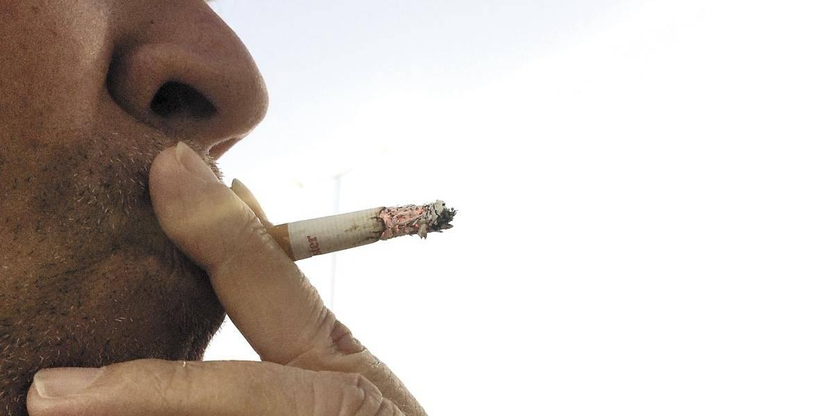 Fumar dentro de veículos com crianças, adolescentes ou gestantes pode se tornar crime