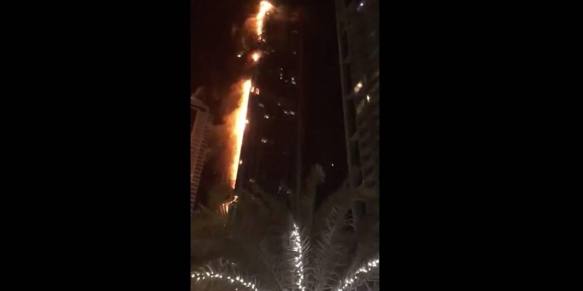 incendio afecta a famosa torre de dubai