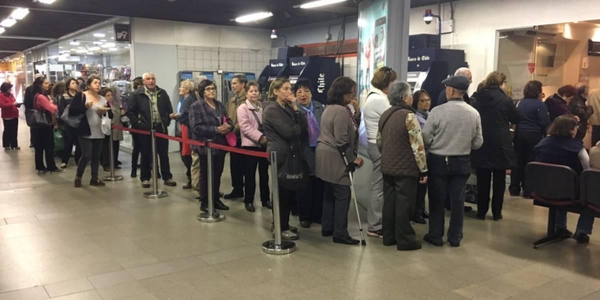 Metro revisará límite de viajes y adultos mayores analizan movilizaciones — CHILE