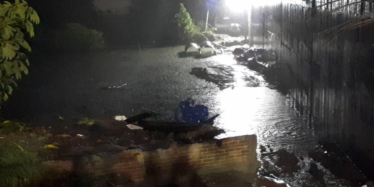 Se inundan viviendas cercanas al Paso Exprés de Cuernavaca