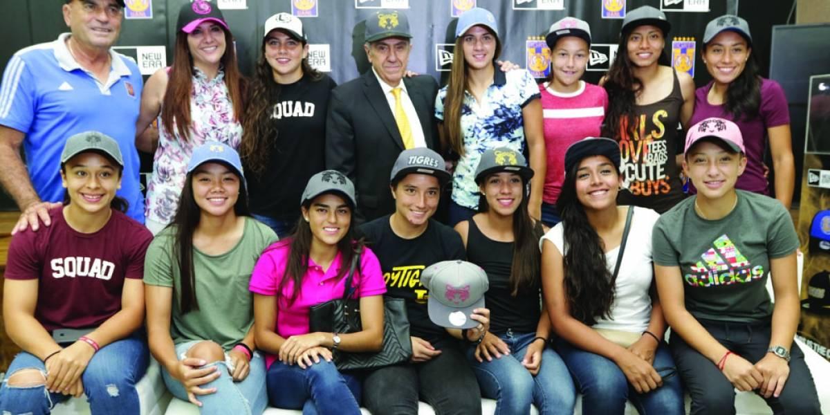 FOTO: Piensan en Tigres femenil para nuevos diseños de gorras