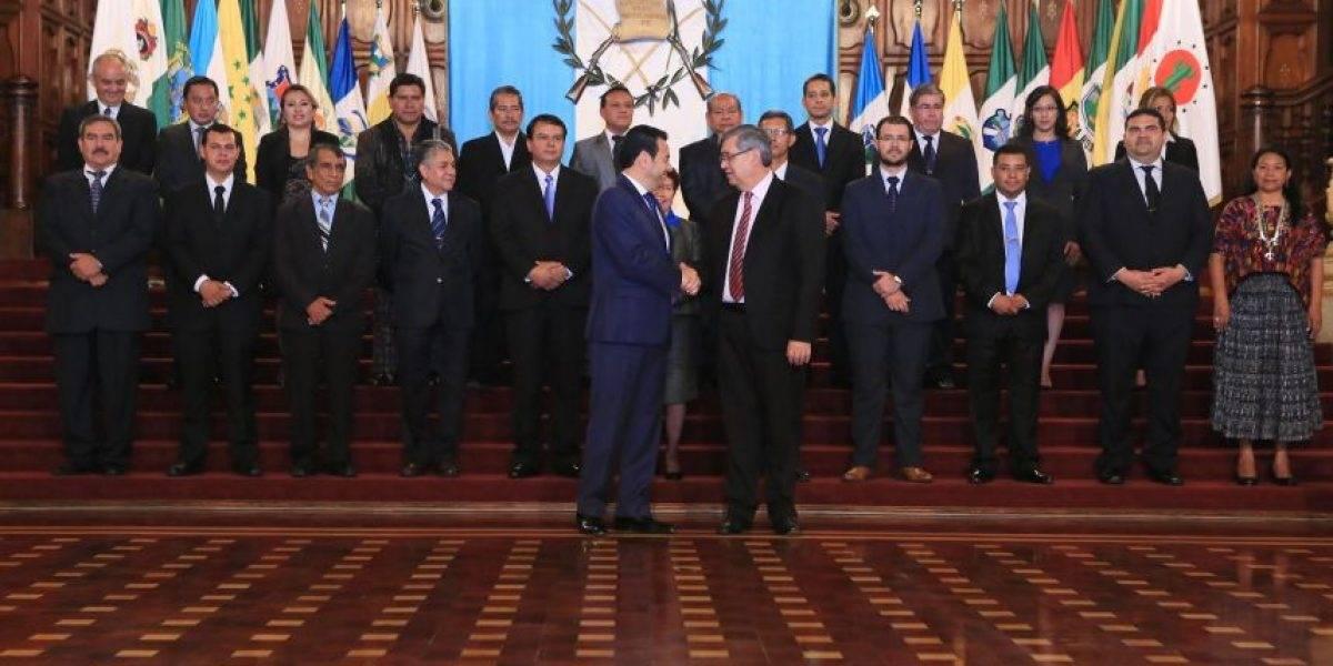 """""""Gobernaciones se han designado como premios políticos"""", detallan exfuncionarios"""