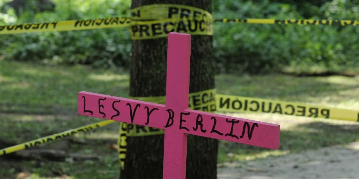 Peritaje independiente contradice versión sobre suicidio de Lesvy