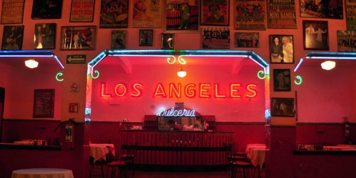 Salón Los Ángeles: Ocho décadas de venerar el trópico de asfalto.