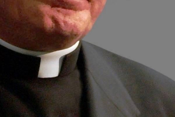 Sacerdote descargó pornografía infantil para