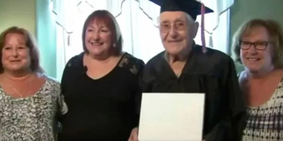 A los 97 años, veterano de guerra, recibió su título secundario