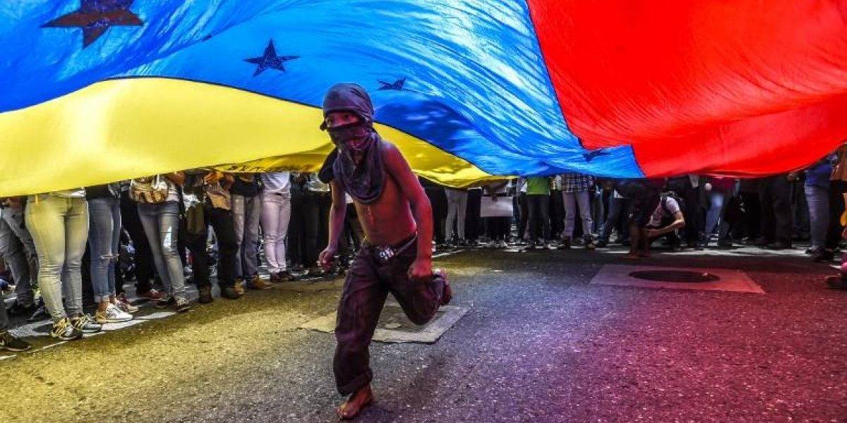 Proponen entregar visa para que sea más fácil para los venezolanos venir a Chile a trabajar