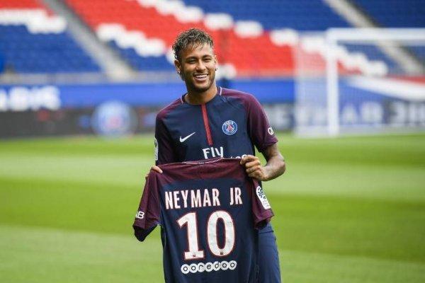 Neymar no podrá debutar con el PSG por Liga de Francia