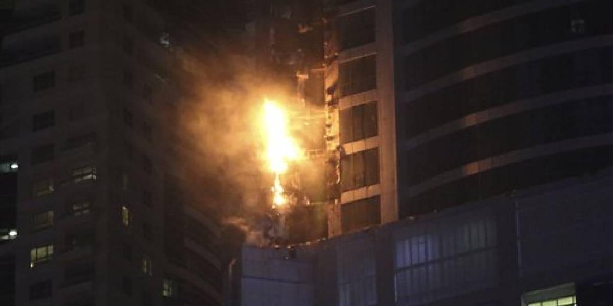 Controlan incendio en rascacielos residencial de Dubái