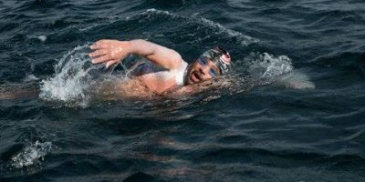 Nadador mexicano hace historia al completar la travesía Siete Mares
