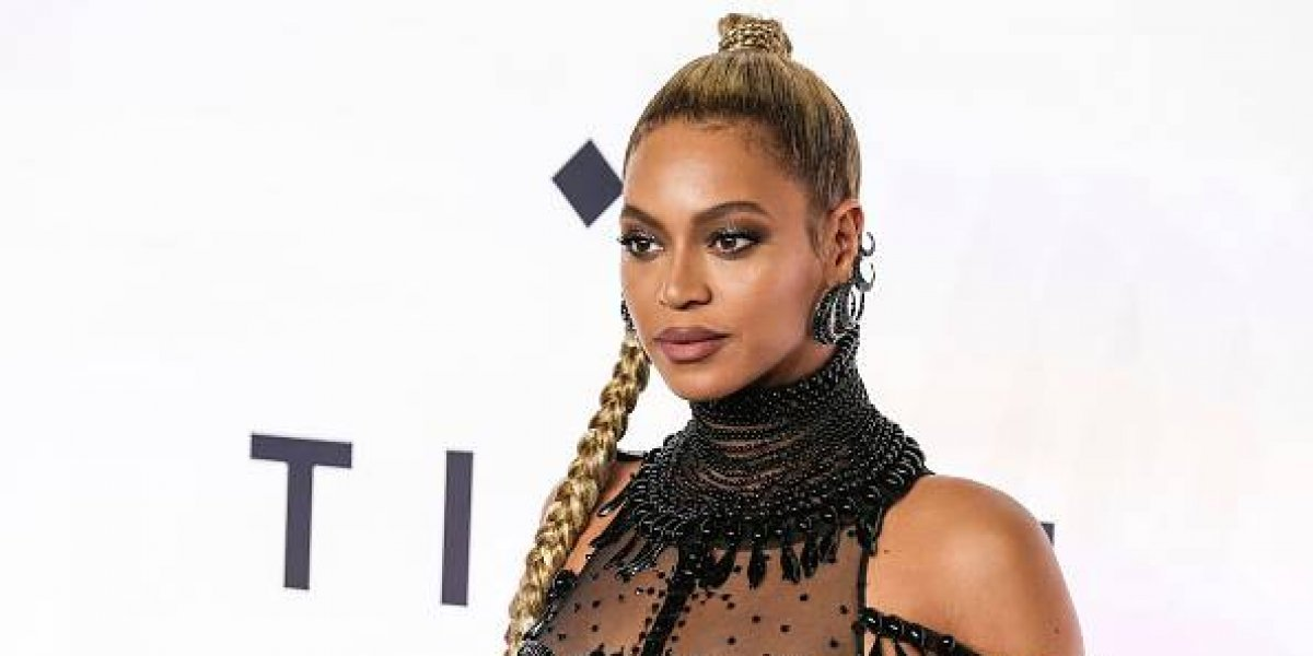 Beyoncé llora al visitar a víctimas del huracán Harvey