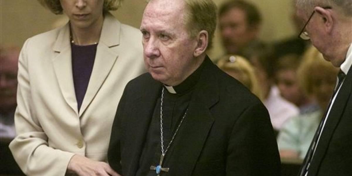 Acusan a exobispo católico de abuso sexual a un niño