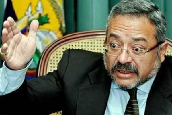 Jorge Acosta renuncia a la defensa del excontralor Carlos Pólit