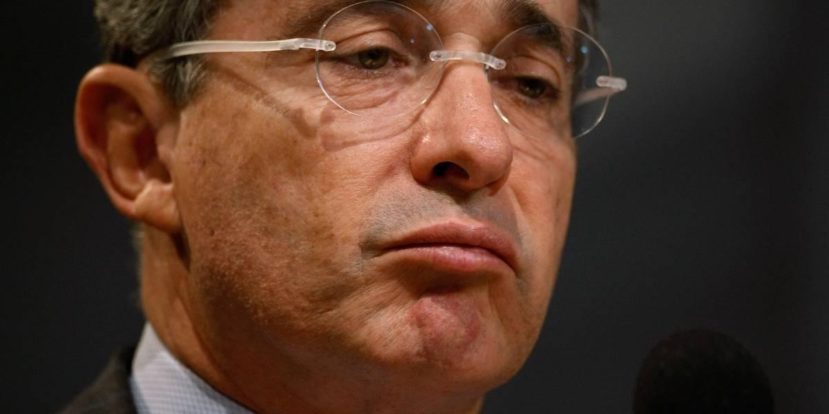 "(Video) Así ""callaron"" a Álvaro Uribe tras atacar ayuda de exmandatario español al proceso de paz"