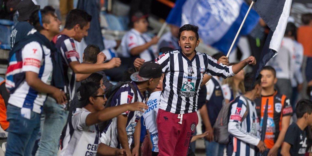 Pachuca veta a aficionados que agredieron a periodista