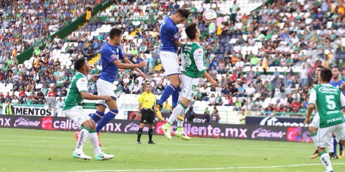 El poderío goleador chileno no le bastó al Cruz Azul para vencer al León