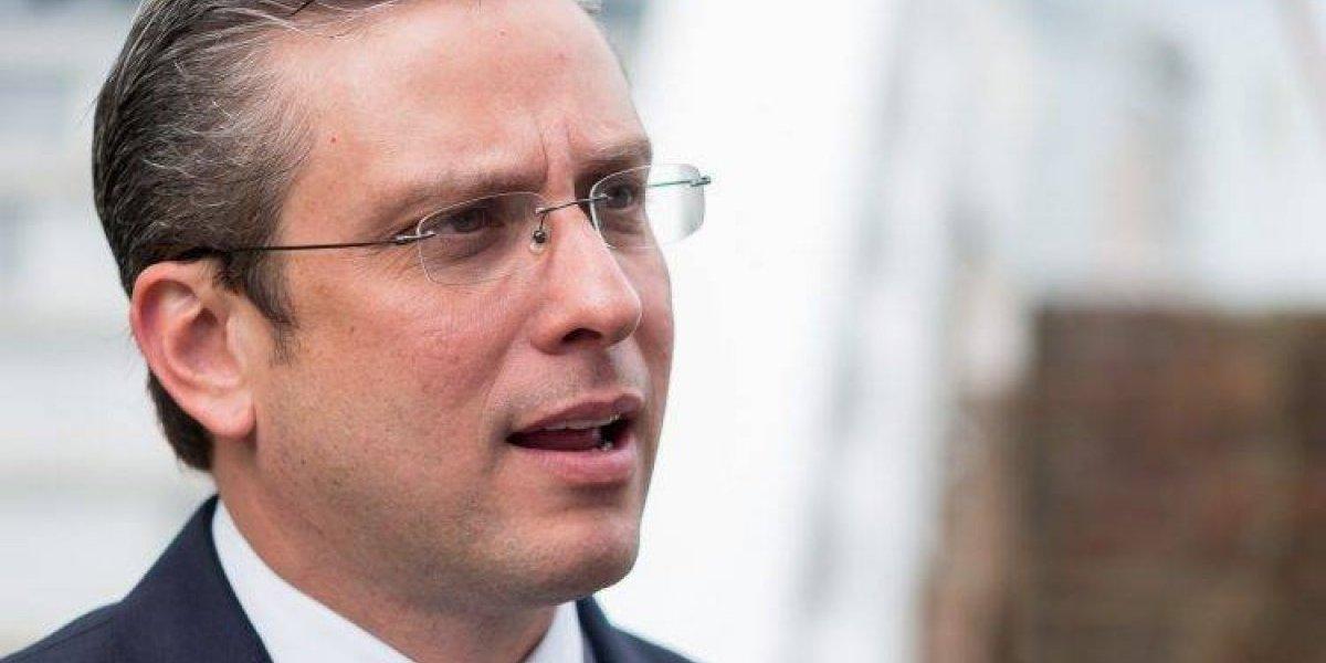 """Exgobernador de Puerto Rico llama """"pobre diablo"""" a Anuel AA"""