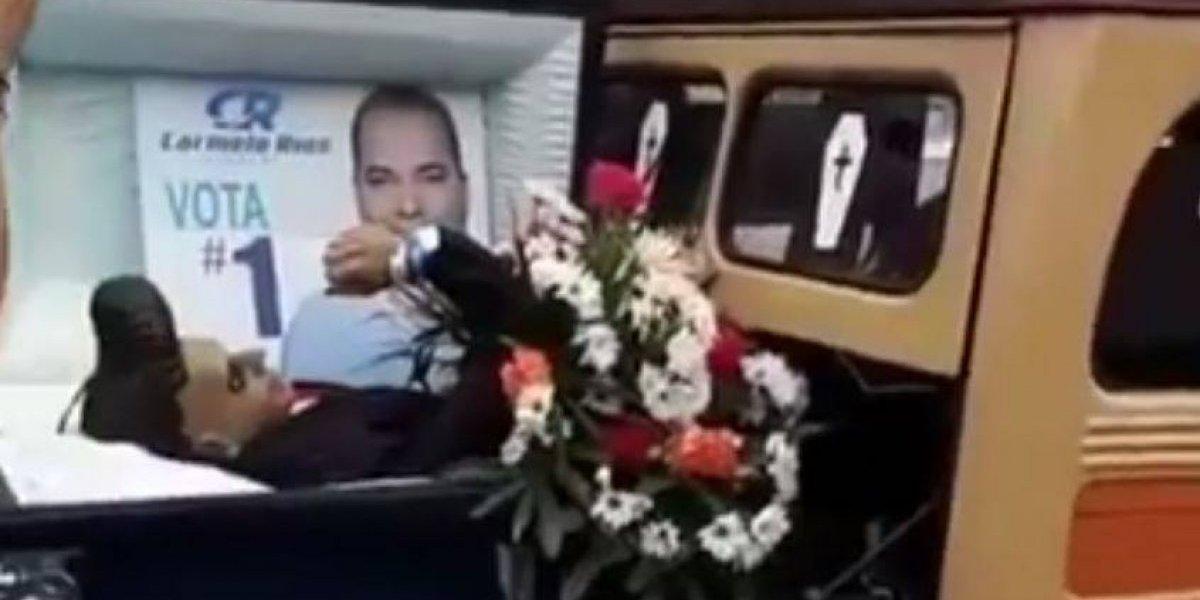 Realizan entierro simbólico de Carmelo Ríos