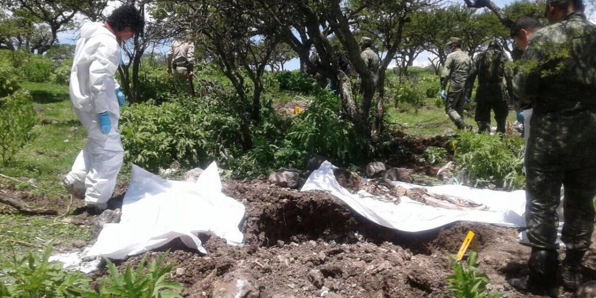 Encuentran 14 cuerpos en una fosa clandestina del centro de México
