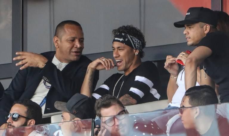 Neymar disfruta victoria del PSG en casa