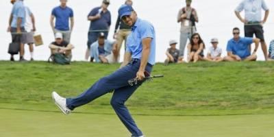Curry se divierte jugando golf