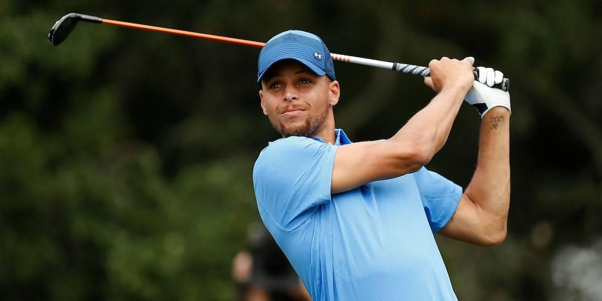 Impresiona Stephen Curry en su debut como golfista profesional