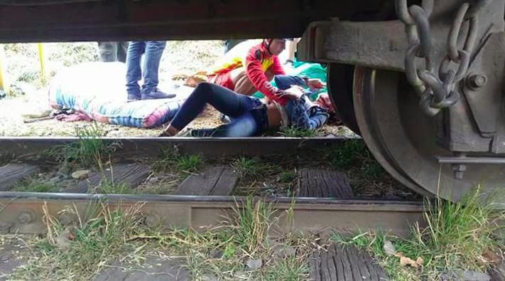 Tren arrolla y mata a dos hombres que se quedaron dormidos sobre la vía