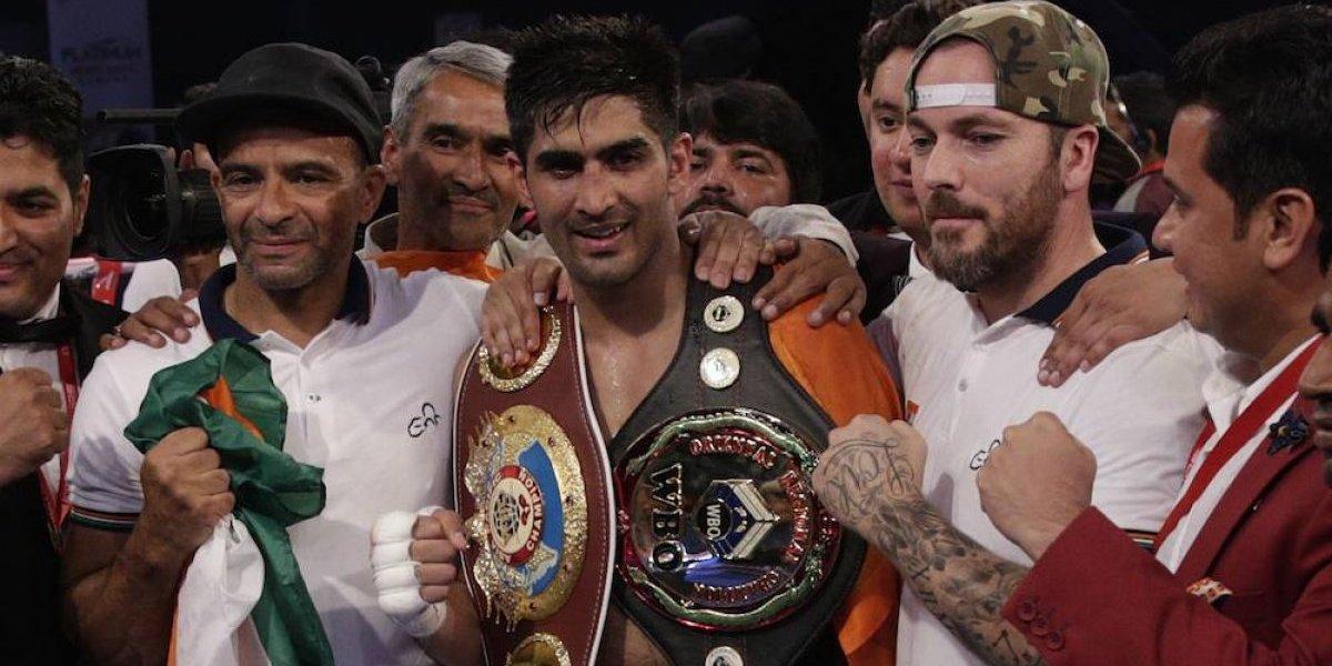 Boxeador indio vence a rival chino pero rechaza su cinturón en gesto de paz