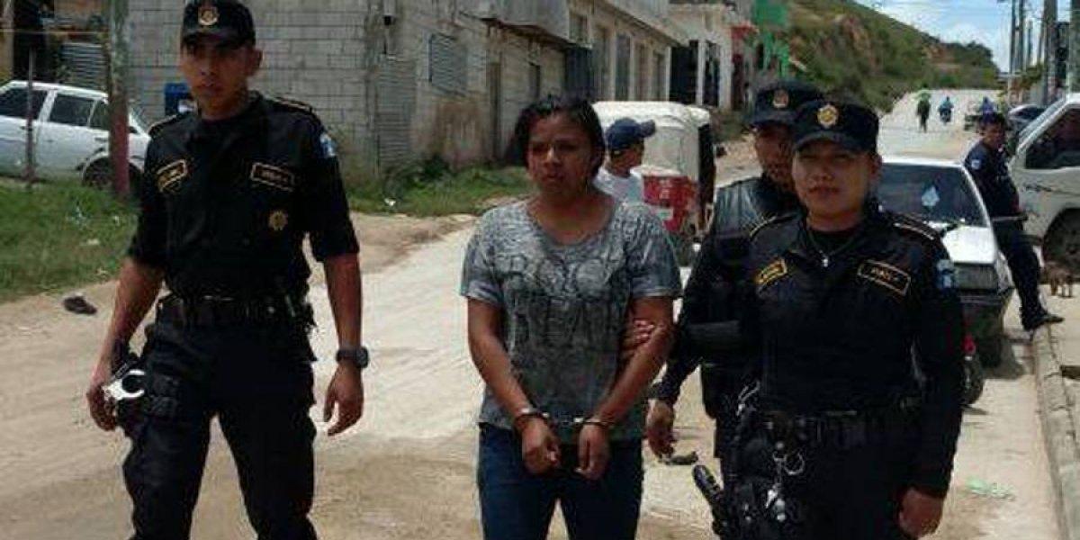 Mujer de 19 años es capturada con AK-47 en San Pedro Ayampuc