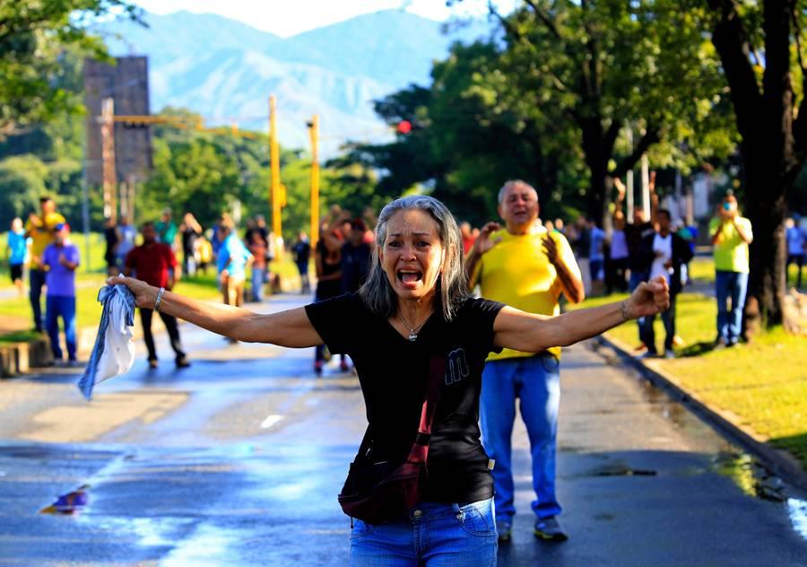 Levantamiento militar en Venezuela: 2 muertos y 8 detenidos