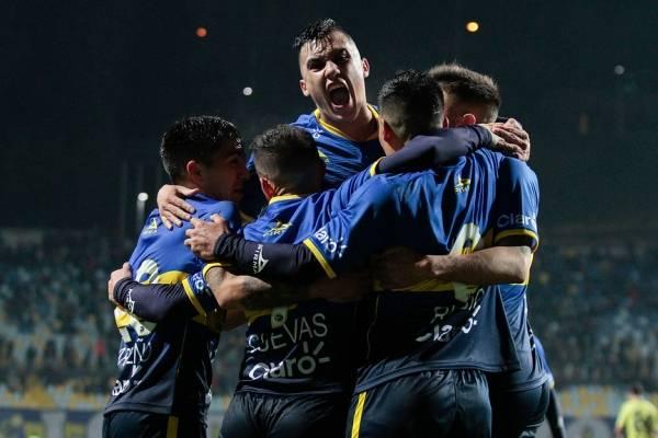 Everton se instala en la cima del Transición / Agencia UNO
