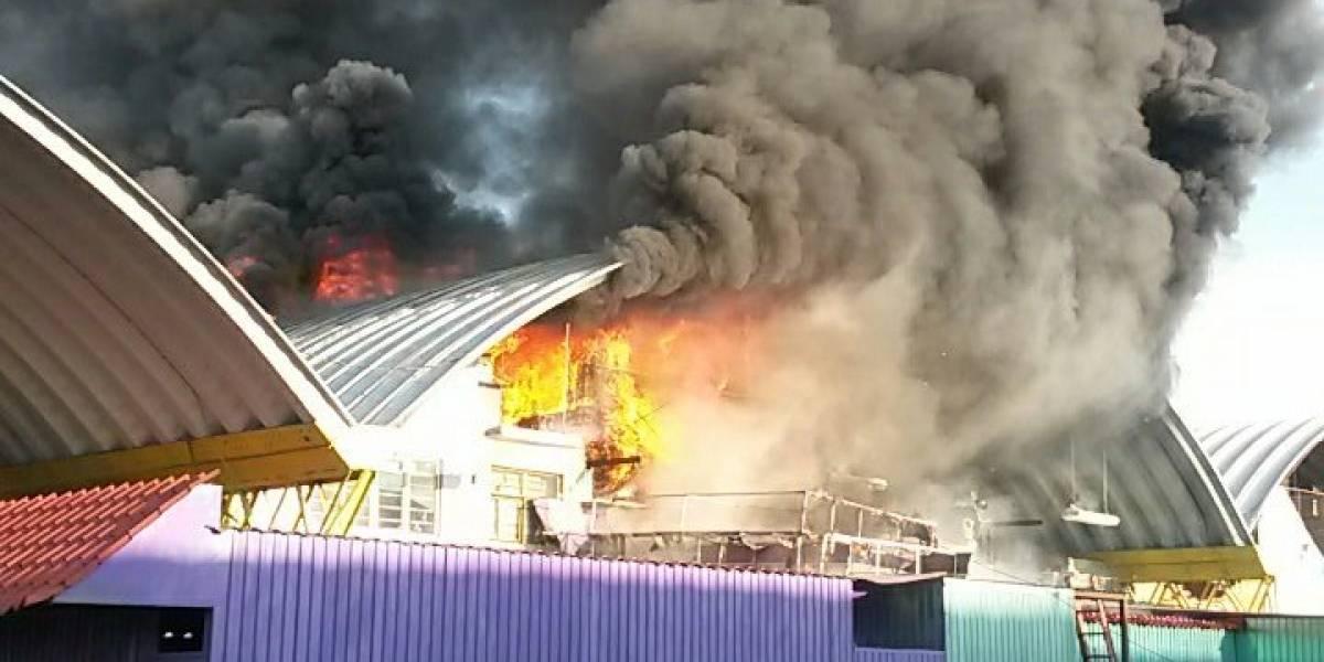 Se incendia bodega en la Central de Abasto de la CDMX