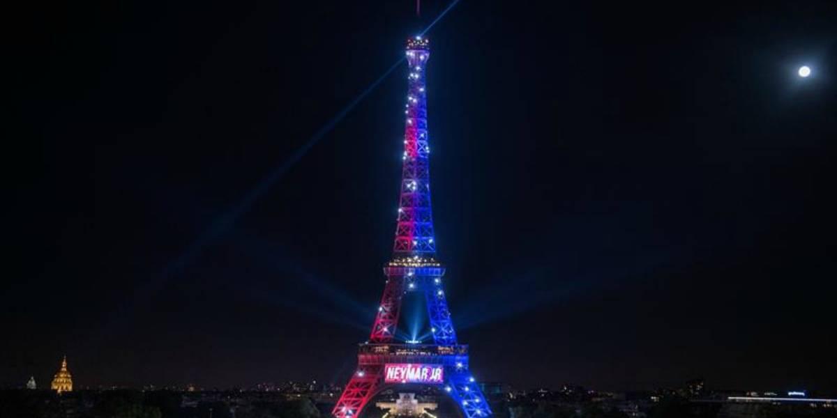 Detienen a un hombre armado que intentaba acceder a la Torre Eiffel