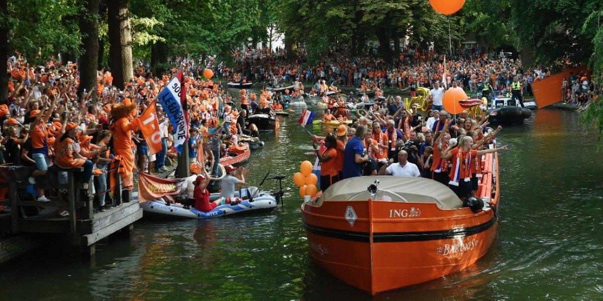 Afición de Holanda provoca increíbles imágenes en el festejo por su Eurocopa