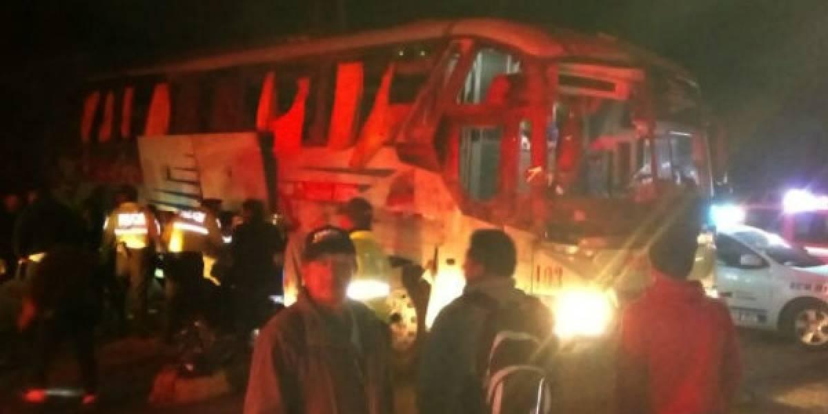 Accidente de tránsito en la vía Alóag-Santo Domingo dejó 10 heridos